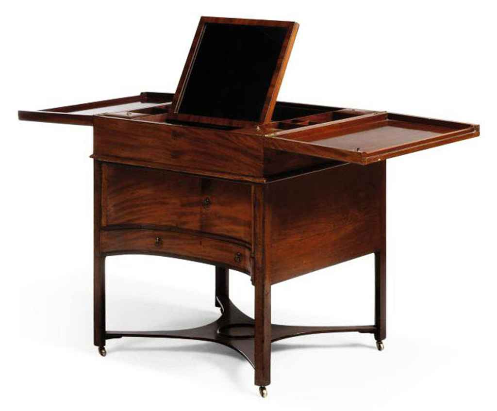 AN EARLY GEORGE III MAHOGANY ENCLOSED DRESSING TABLE
