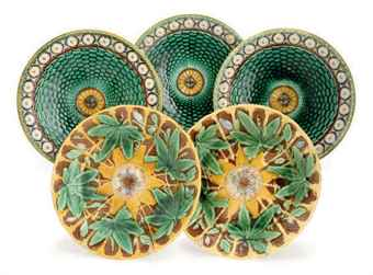 SIX ENGLISH MAJOLICA PLATES IN THE 'STANLEY' PATTERN AND TWO LOBED PLATES,