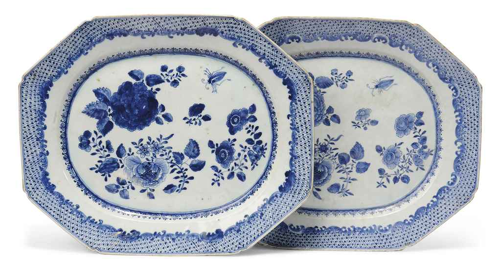 A MATCHED PAIR OF LARGE CHINESE BLUE AND WHITE DISHES