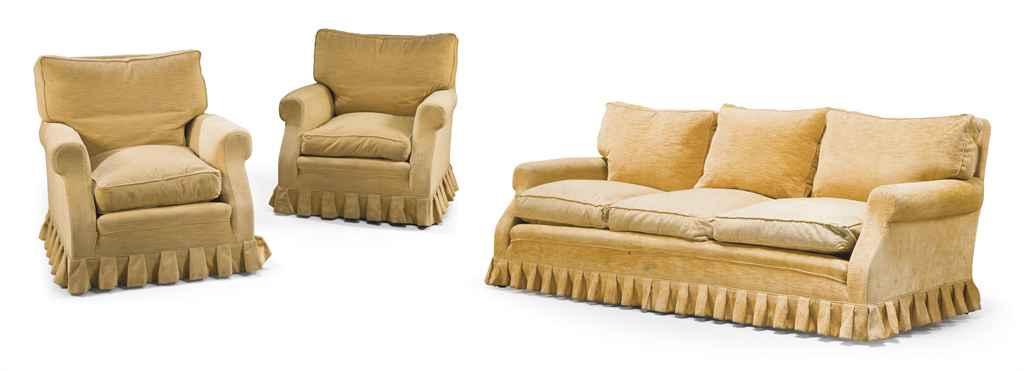 Un canape et deux fauteuils par la maison jansen vers for Canape et deux fauteuils