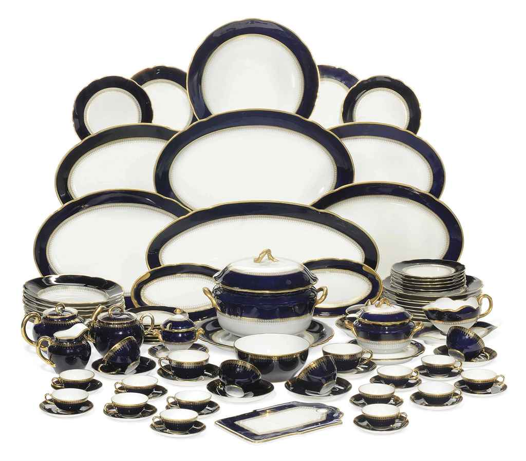 A RUSSIAN PORCELAIN PART DINNE