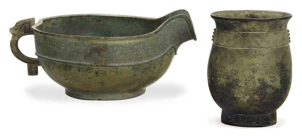 A CHINESE BRONZE POURING VESSEL, YI