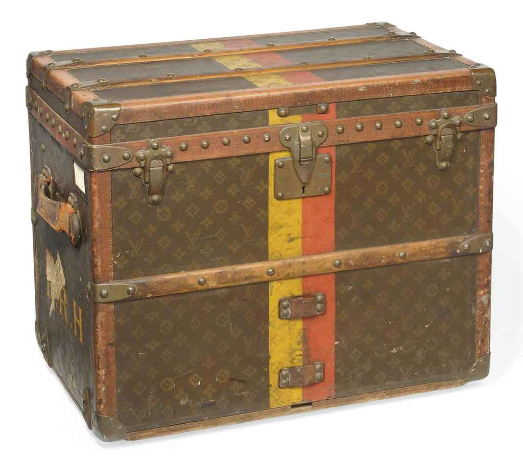 A SMALL TRAVELLING TRUNK IN MO
