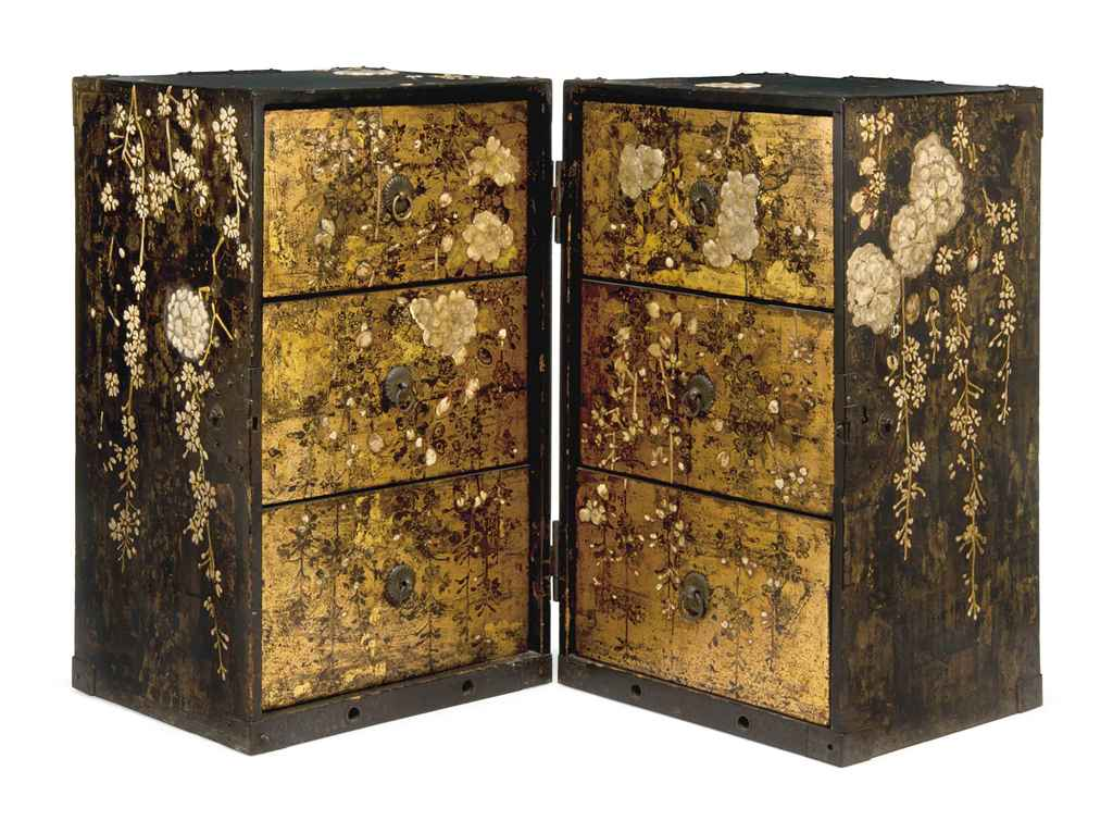 A JAPANESE LACQUER CABINET