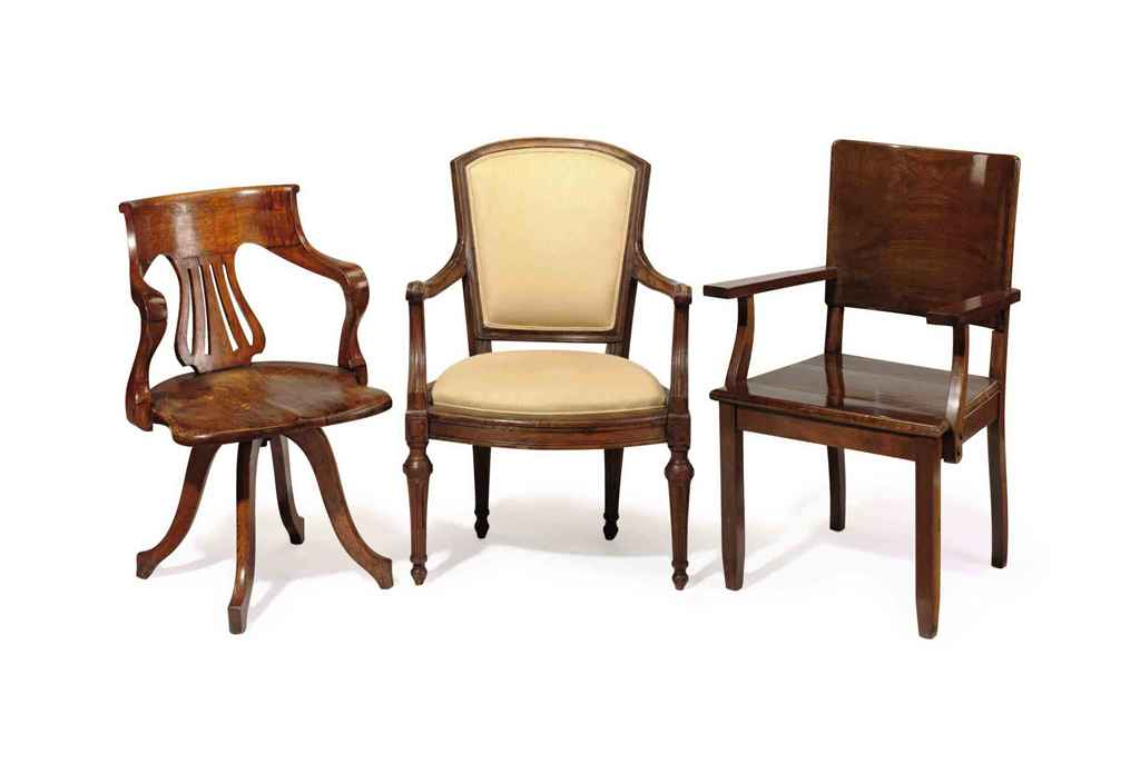 A GROUP OF THREE OPEN ARMCHAIR
