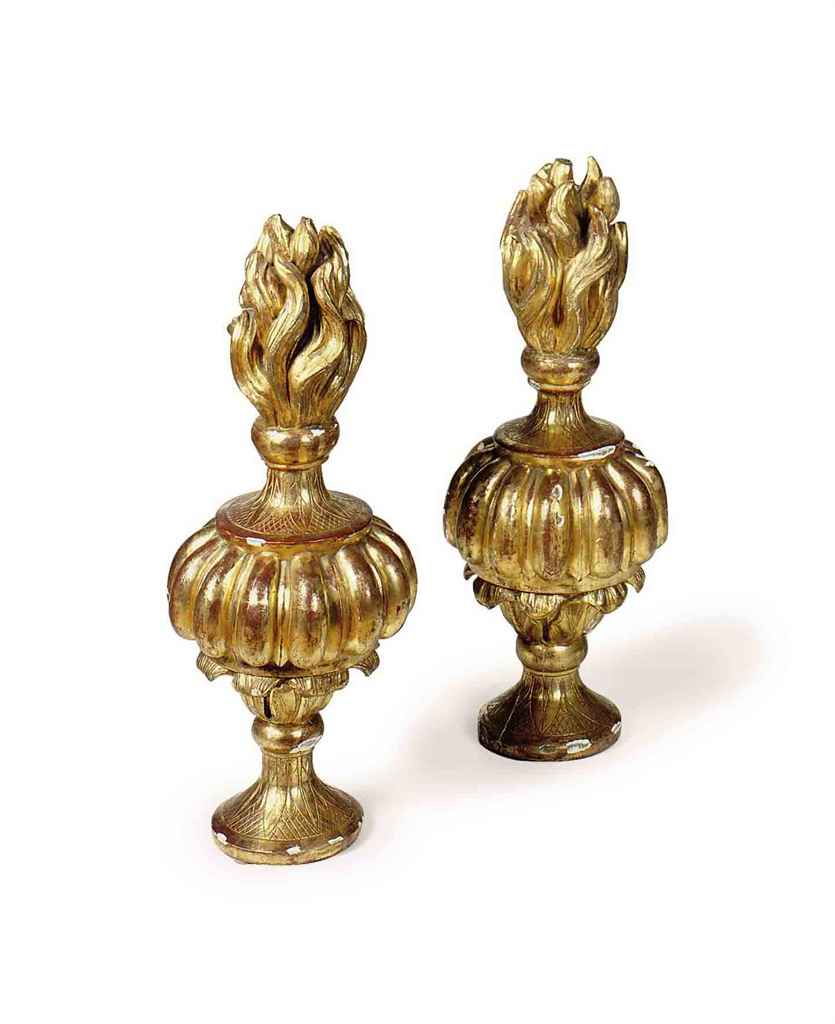 A PAIR OF ITALIAN GILTWOOD FLA