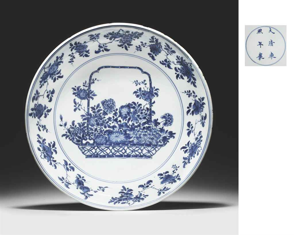 A RARE LARGE BLUE AND WHITE DISH