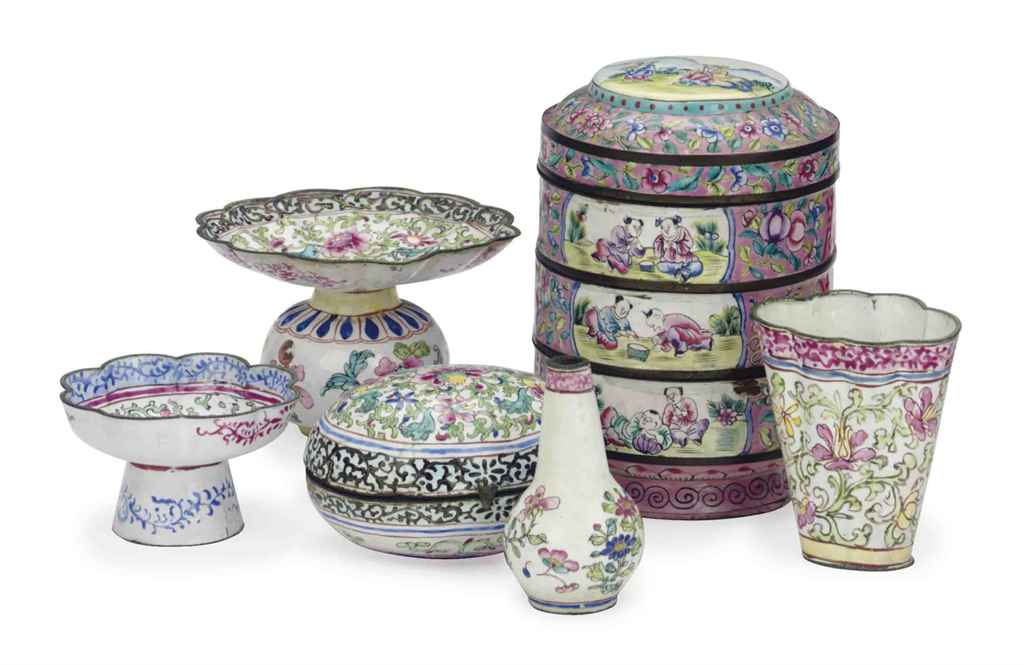A GROUP OF CHINESE 'CANTON' PAINTED ENAMEL TABLEWARES