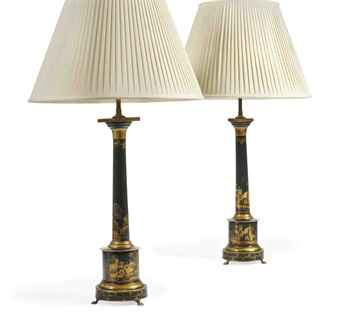 A PAIR OF ITALIAN BLACK AND GILT-JAPANNED TOLE PEINTE LAMPS