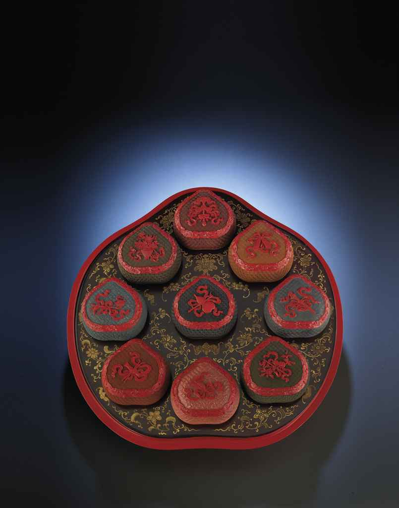 AN EXTREMELY RARE LARGE IMPERIAL POLYCHROME LACQUER PEACH-SH...