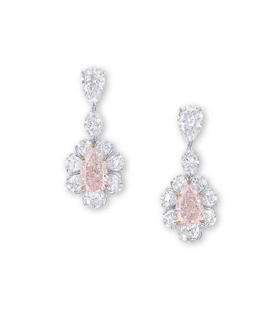 AN IMPORTANT PAIR OF COLOURED DIAMOND AND DIAMOND EAR PENDAN...