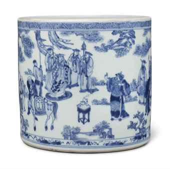 AN UNUSUAL LARGE BLUE AND WHITE BRUSH POT