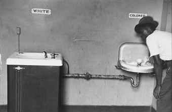 La Chambre Claire - Page 14 Elliott_erwitt_segregated_water_fountains_north_carolina_1950_d5544674h
