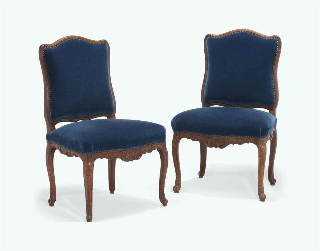 paire de chaises a la reine d 39 epoque louis xv vers 1750. Black Bedroom Furniture Sets. Home Design Ideas