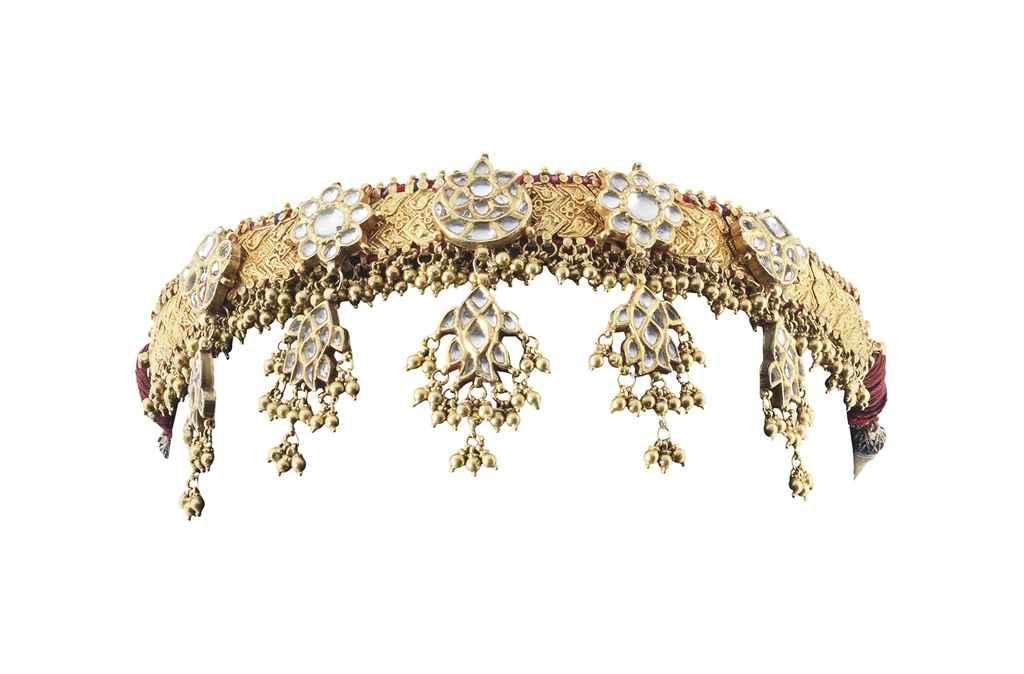 A GOLD AND DIAMOND HEADDRESS