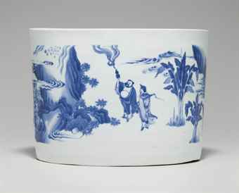 A LARGE BLUE AND WHITE BRUSH POT OR CENSER