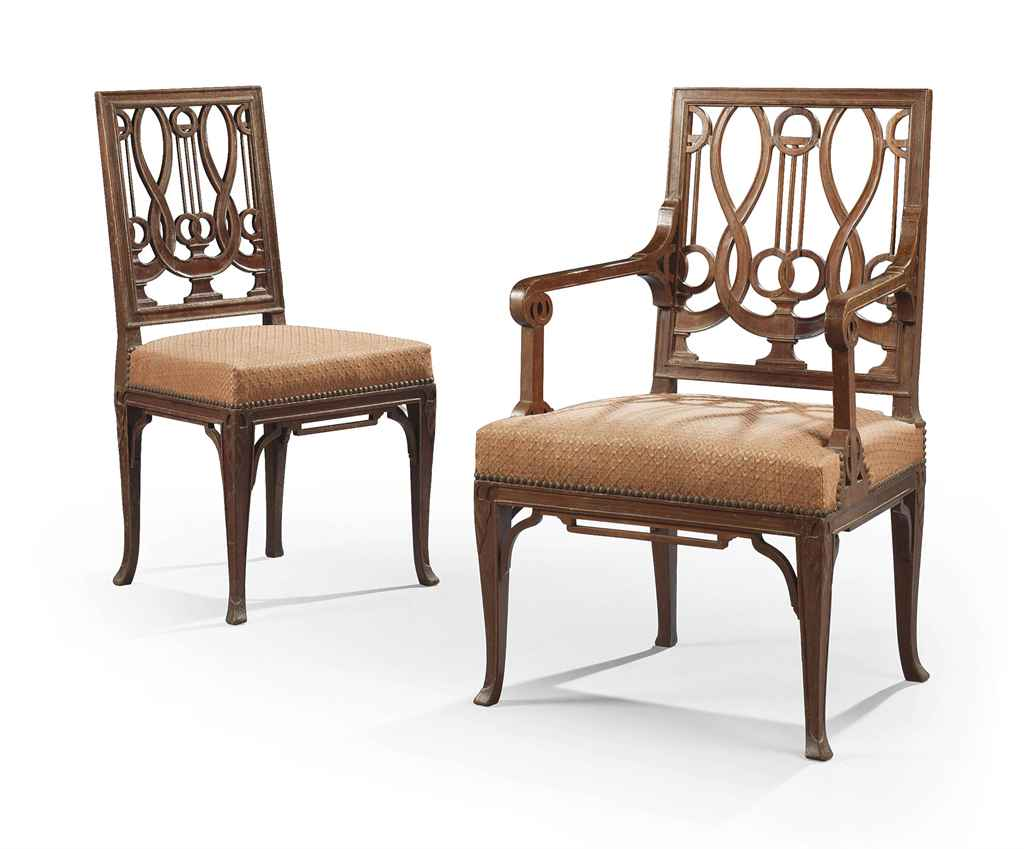 Chaise et fauteuil de style louis xvi en suite dans le for Chaise style louis xvi moderne