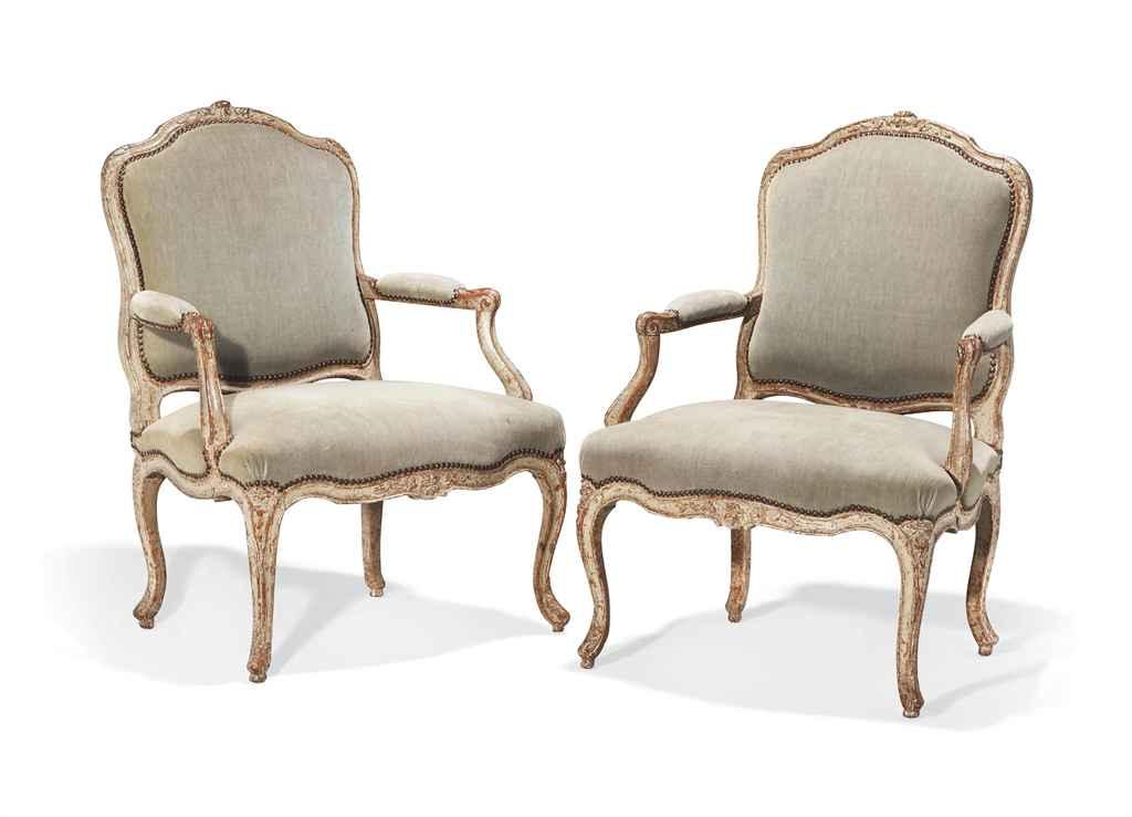 paire de fauteuils a la reine d epoque louis xv estille de louis charles carpentier milieu