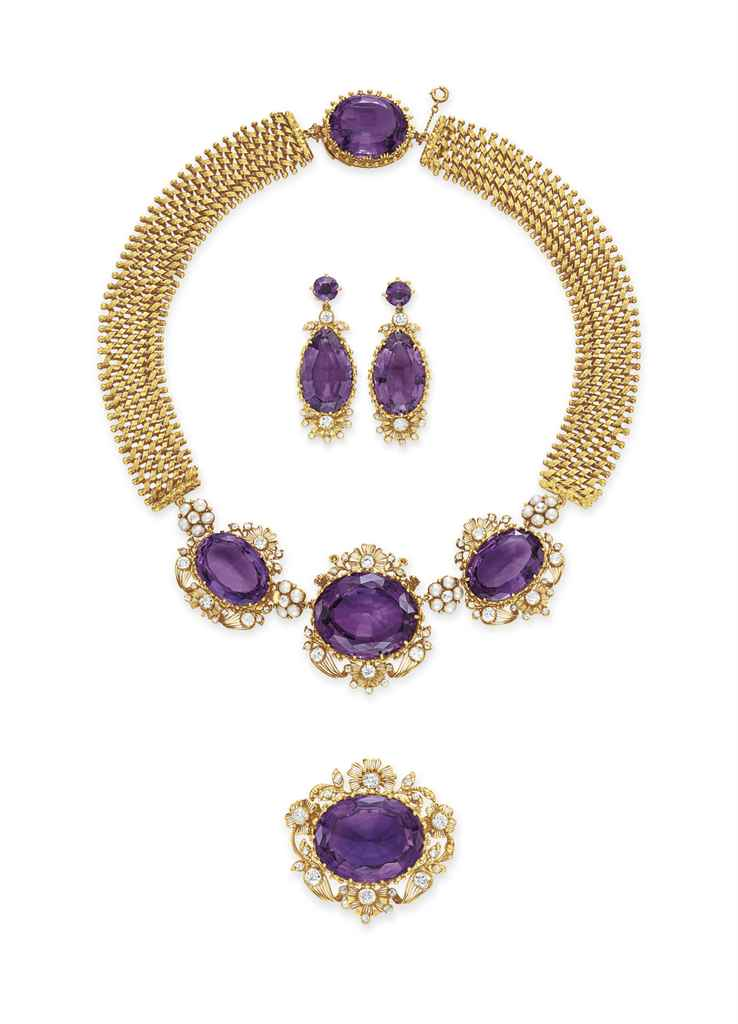 AN ANTIQUE SUITE OF AMETHYST, DIAMOND AND GOLD JEWELRY