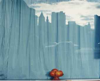 Sans titre (Blue curtain and orange), New York City, NY, 2001