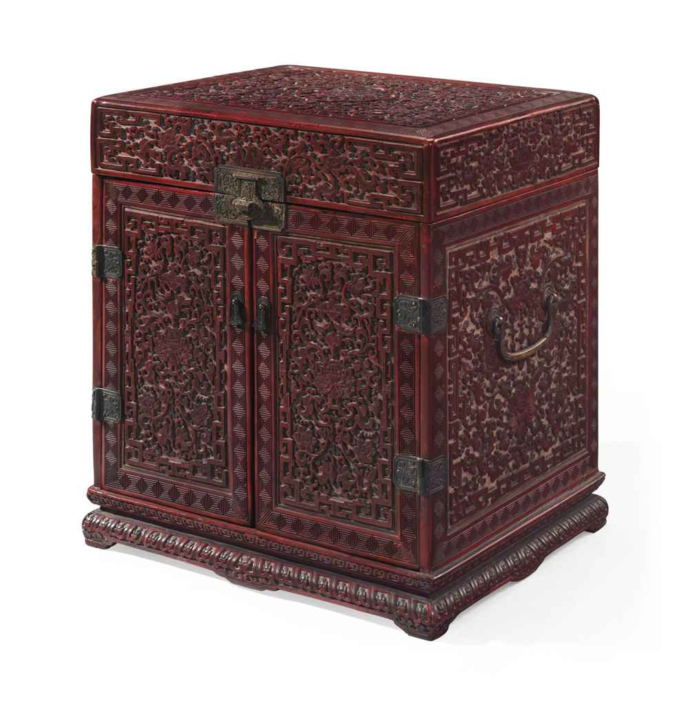A VERY RARE LARGE IMPERIAL CARVED THREE-COLOUR LACQUER STATI...