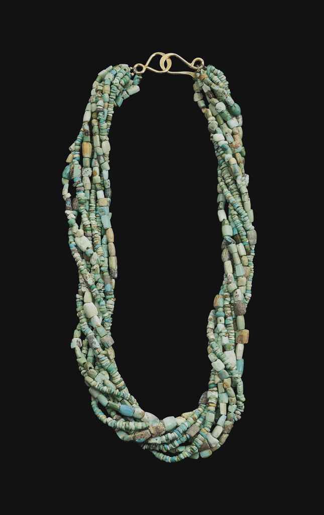 A BACTRIAN TURQUOISE BEAD NECK