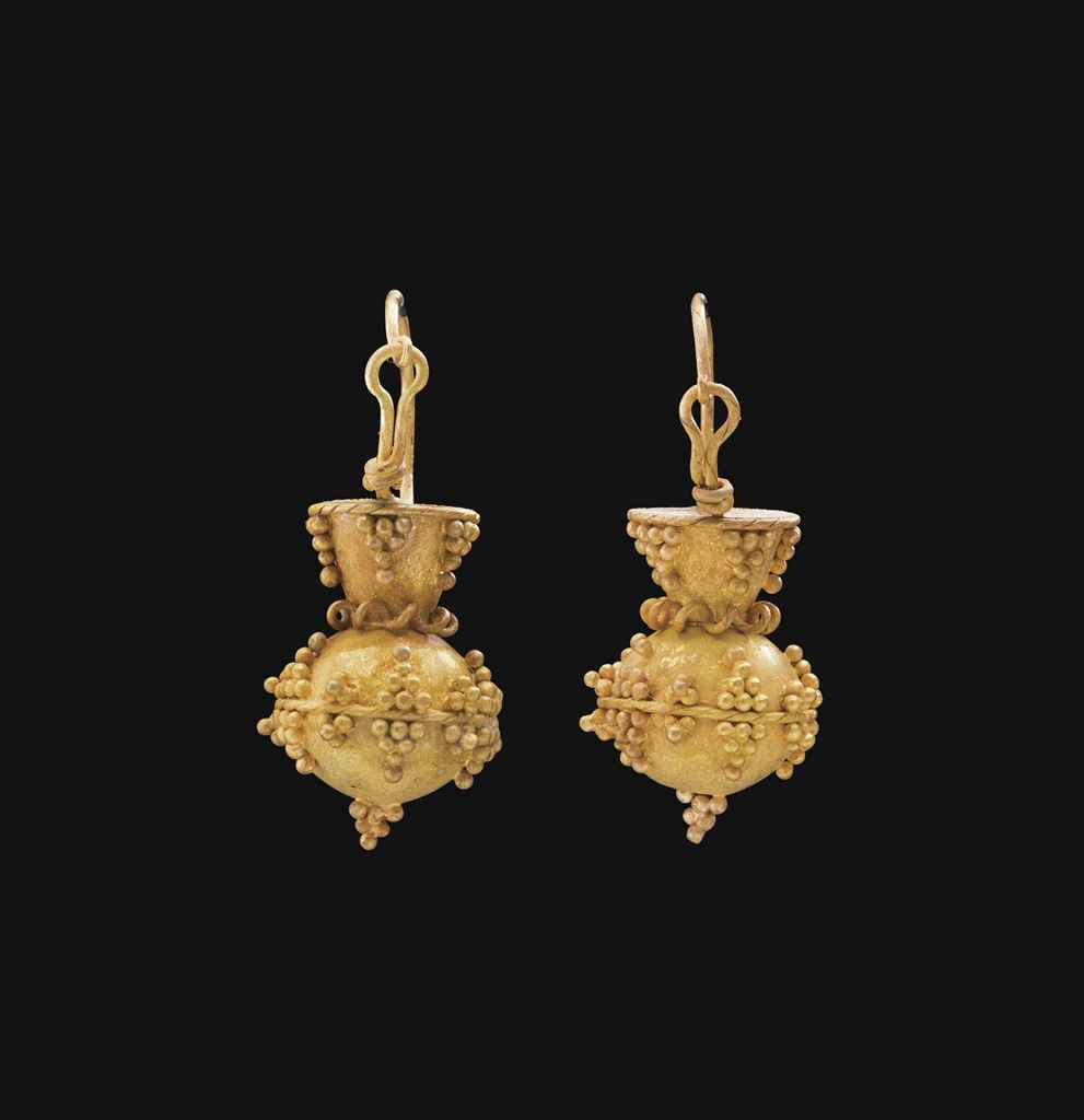 A PAIR OF OSTROGOTHIC GOLD EAR