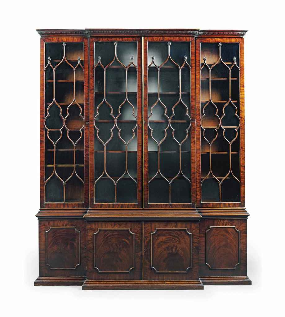 AN EARLY GEORGE III MAHOGANY BOOKCASE