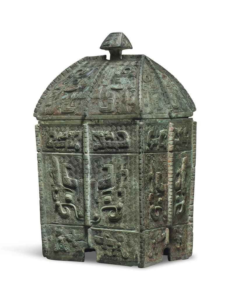 A RARE FINELY CAST BRONZE RITUAL WINE VESSEL AND COVER, FANG...