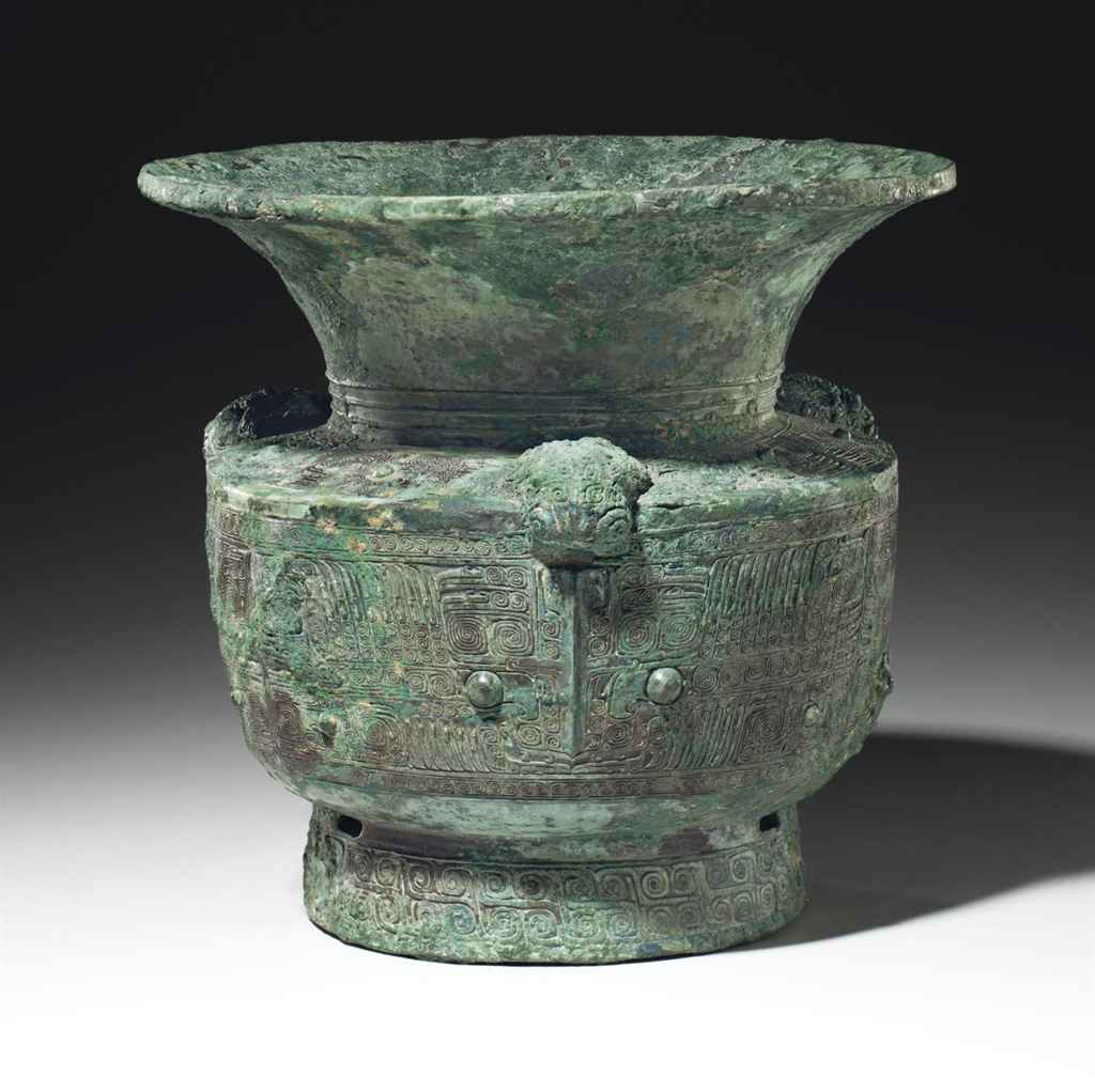 A LARGE BRONZE RITUAL WINE VESSEL, ZUN