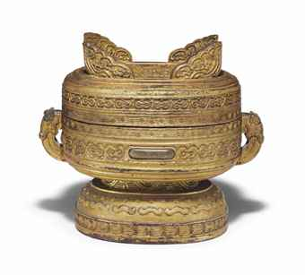 A RARE IMPERIAL GILT-LACQUERED WOOD ARCHAISTIC VESSEL AND COVER, GUI