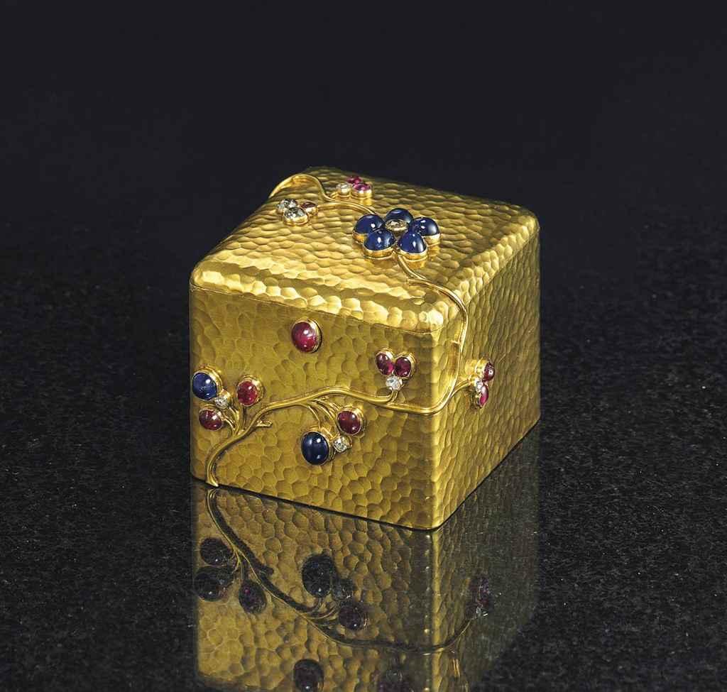 A JEWELED GOLD BOX
