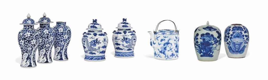 A PAIR OF CHINESE BLUE AND WHITE PORCELAIN SLENDER BALUSTER ...