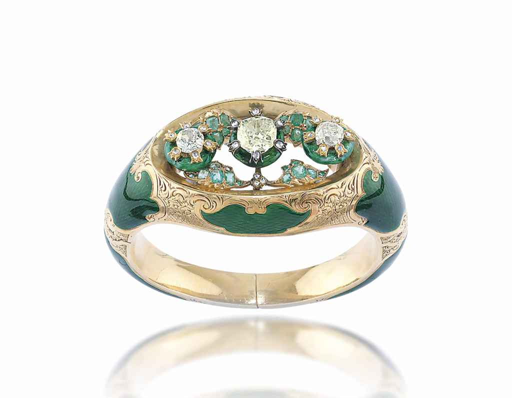 AN ANTIQUE DIAMOND, EMERALD AND ENAMEL BANGLE