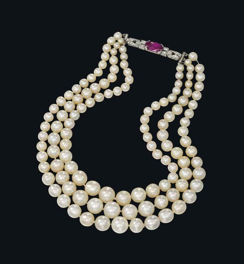 Natural Saltwater Pearl Necklace: AN IMPORTANT NATURAL PEARL NECKLACE