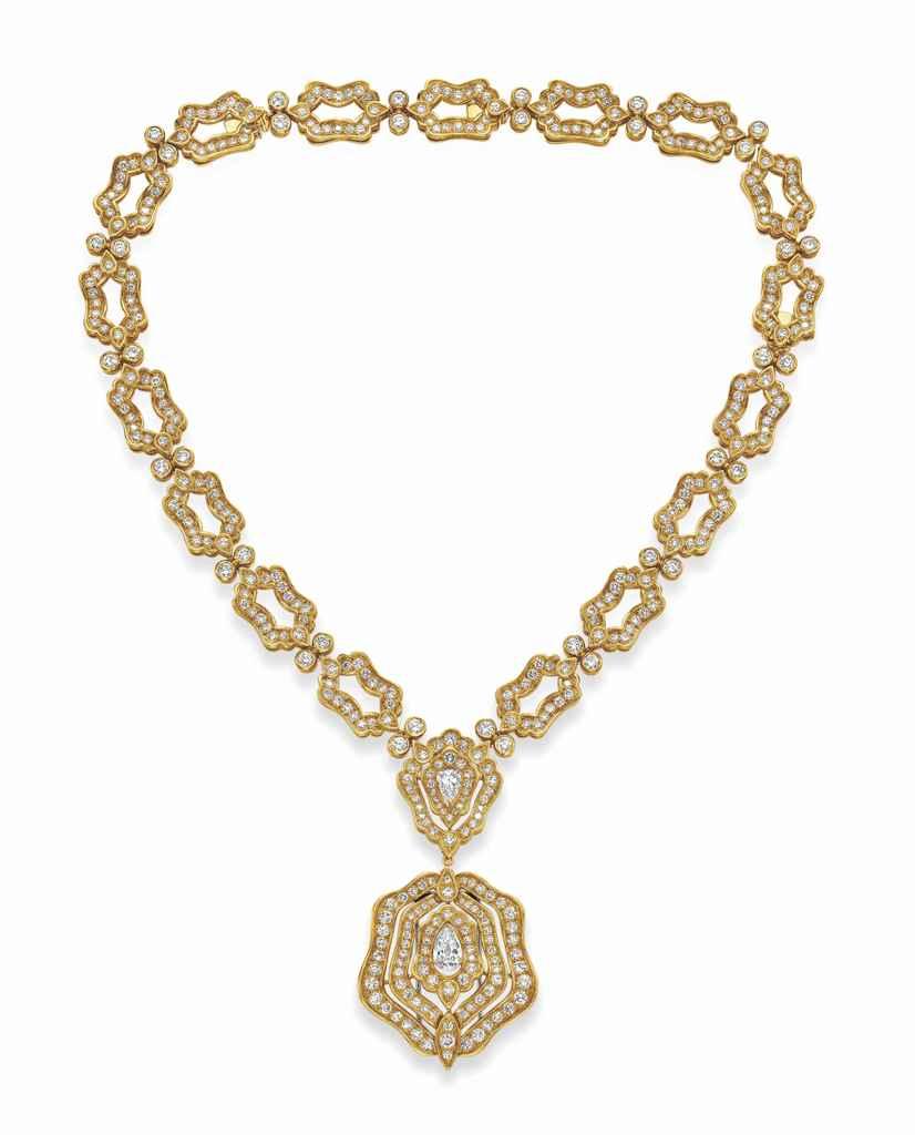 A DIAMOND AND GOLD PENDANT NEC