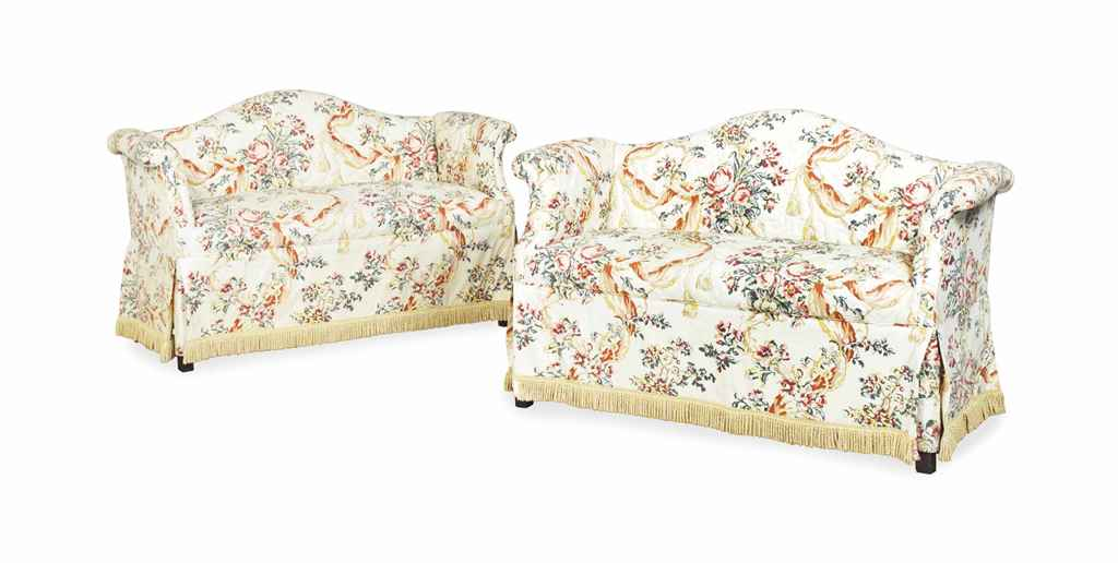A PAIR OF UPHOLSTERED SETTEES,