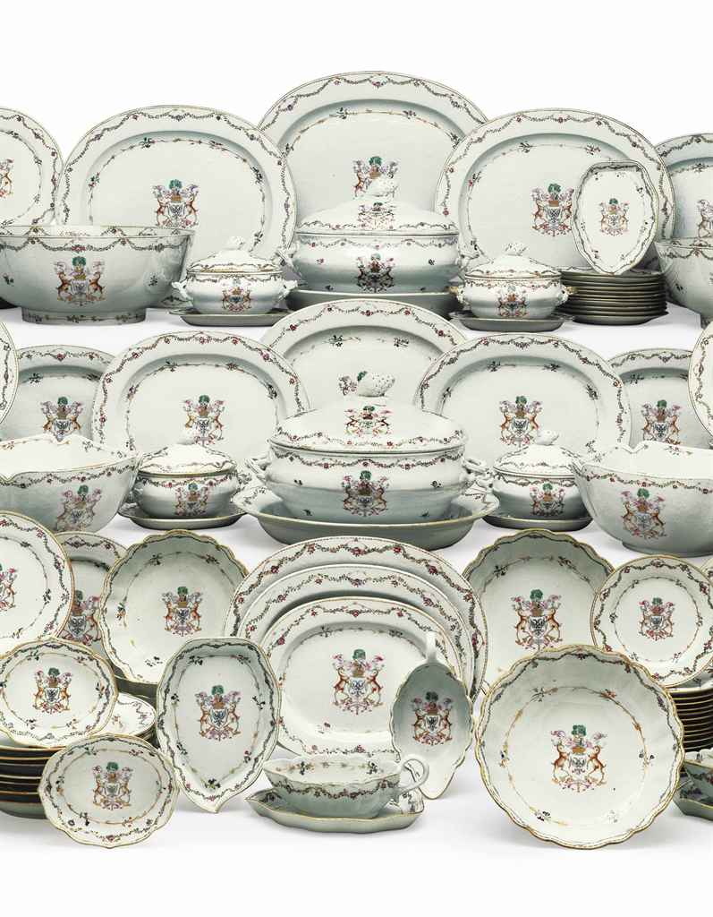 A LARGE CHINESE EXPORT PORCELAIN ARMORIAL DINNER SERVICE