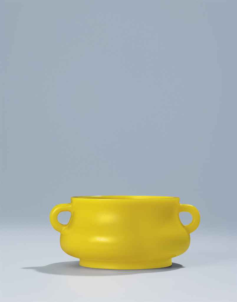 A FINE AND VERY RARE IMPERIAL YELLOW GLASS CENSER