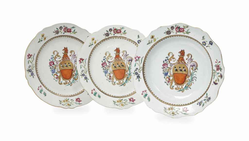 A SET OF CHINESE EXPORT ARMORIAL PLATES