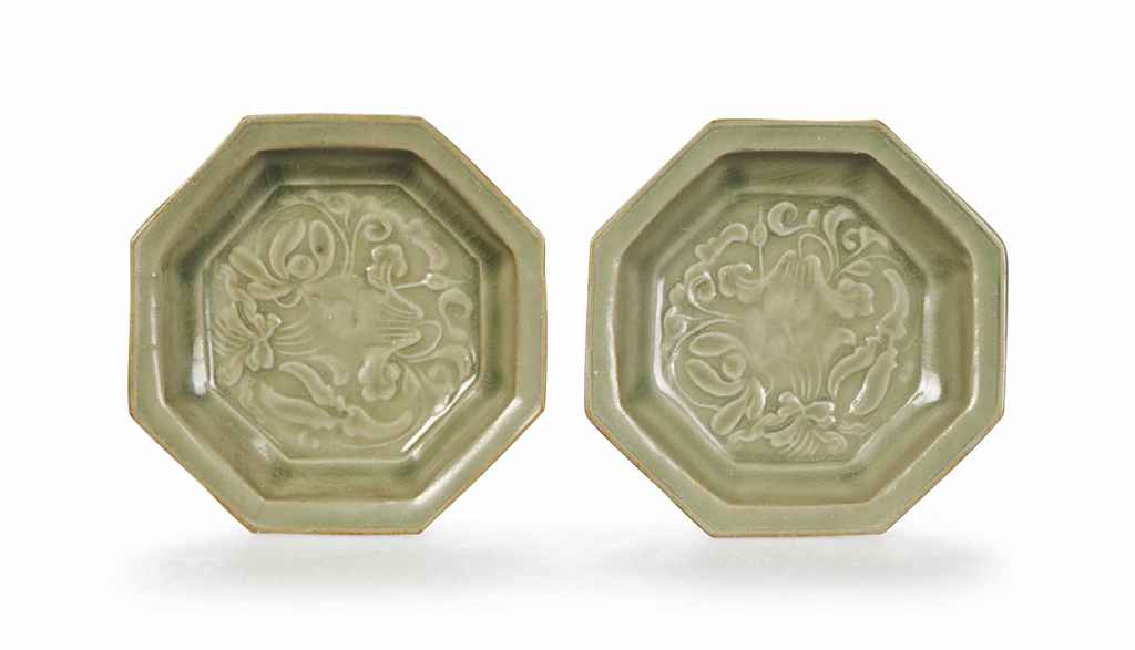 A PAIR OF CHINESE CARVED YAOZHOU CELADON SMALL OCTAGONAL DIS...