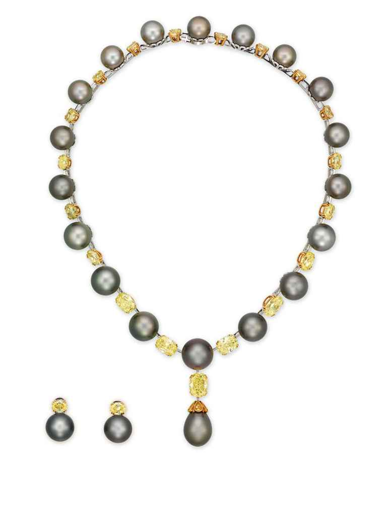 AN IMPORTANT CULTURED PEARL AND COLOURED DIAMOND NECKLACE, B...