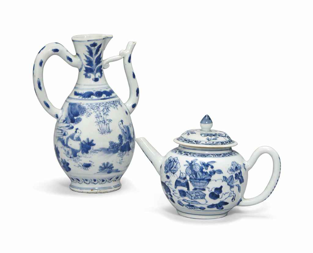 A CHINESE BLUE AND WHITE EWER,
