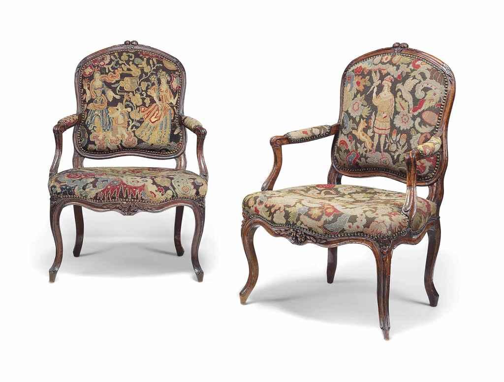 paire de fauteuils a la reine d epoque louis xv milieu du xviiieme siecle christie s