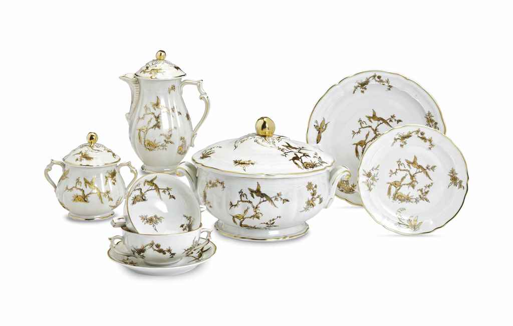 AN ASSEMBLED FRENCH PORCELAIN COMMEMORATIVE PART DINNER AND ...