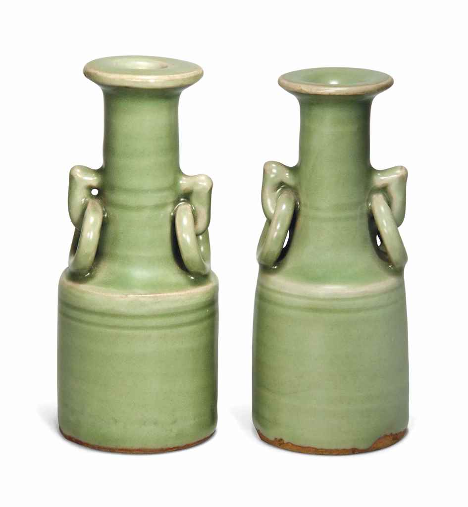 A PAIR OF SMALL CHINESE CELADO