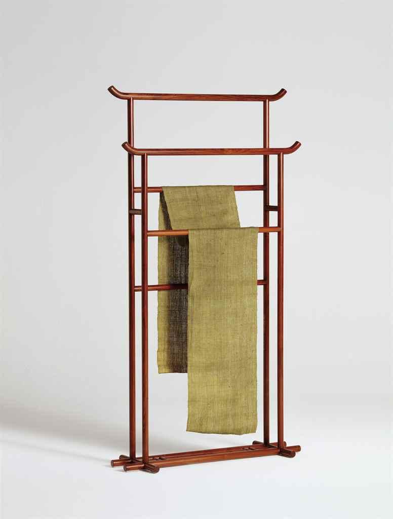 39 qing yuan 39 origins of elegance a clothes rack pusu - Designer clothes rack ...