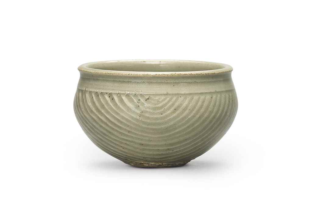 A CARVED YAOZHOU CELADON MEASURE