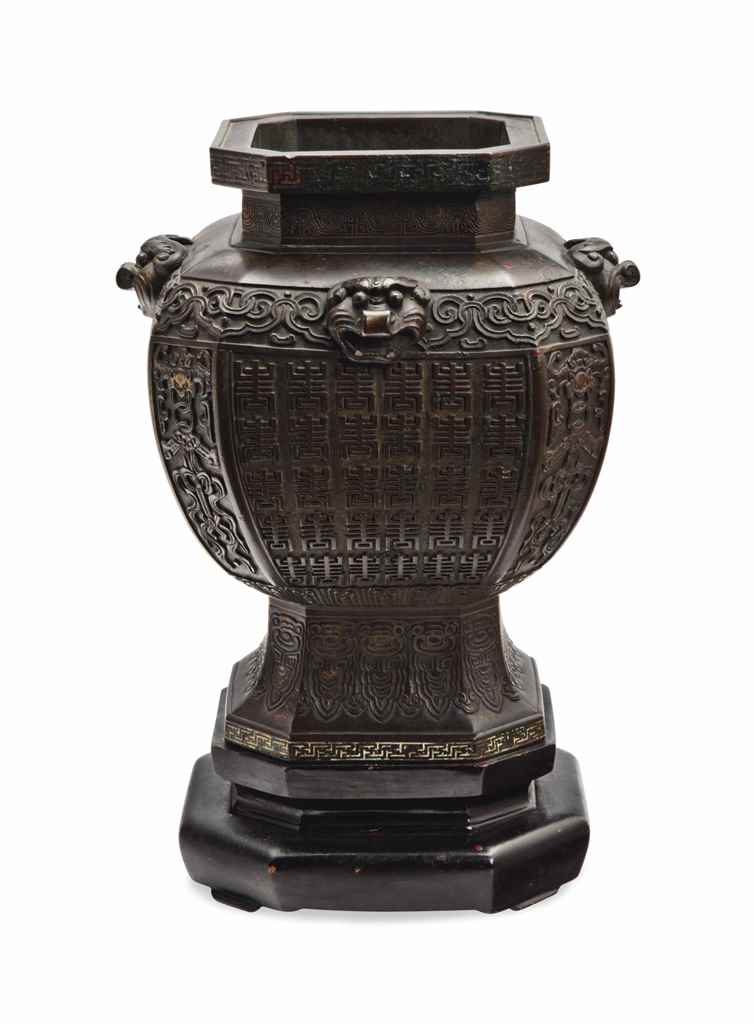 A CHINESE BRONZE ARCHAISTIC FACETED VASE