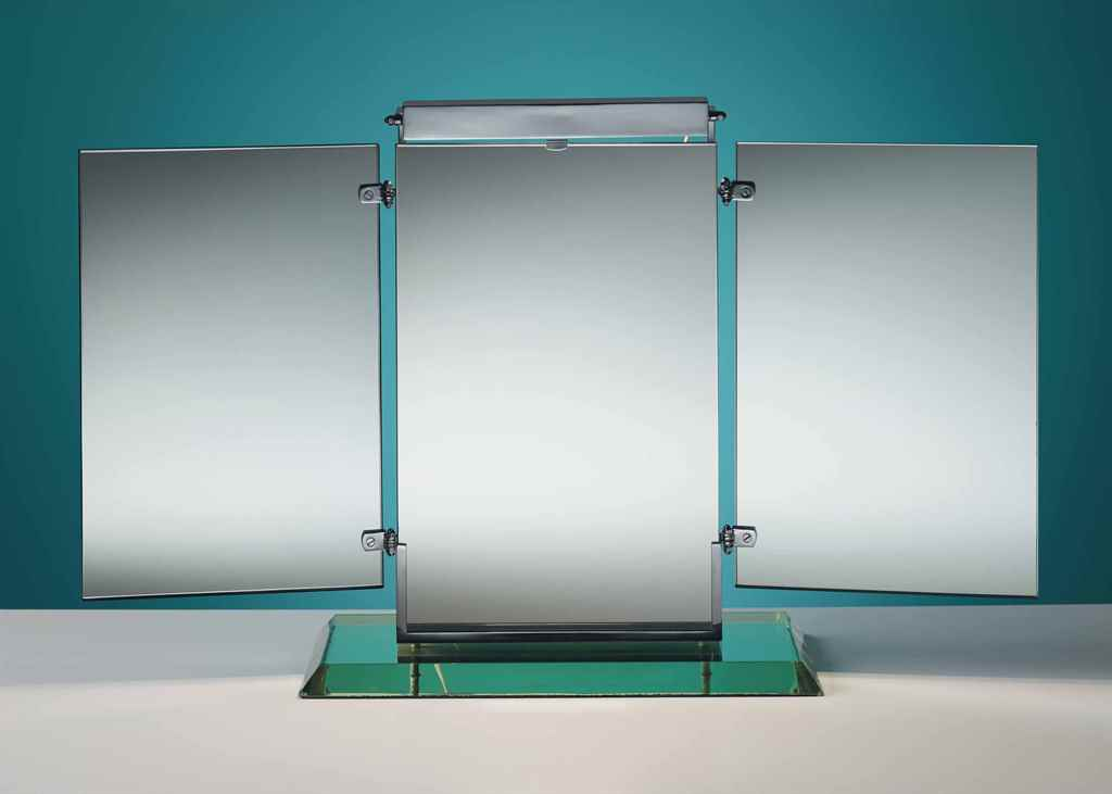 Miroir brot an illuminating dressing table triptych for Miroir brot mirrors